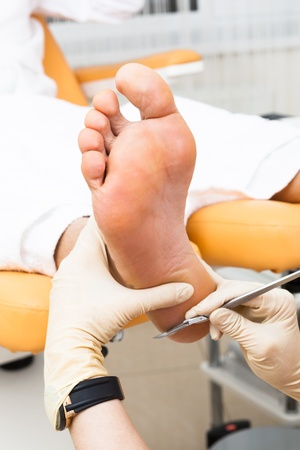 pedikúra nohy v moderním salonu krásy