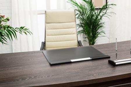 gerente de tabla moderna en una oficina moderna