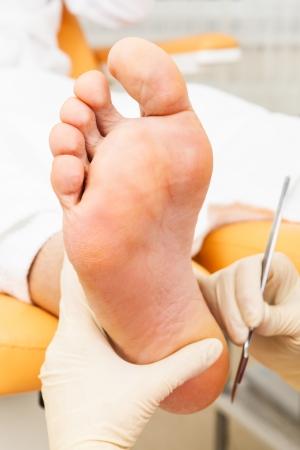 pedicura: pedicura pie en un sal?n de belleza moderna Foto de archivo