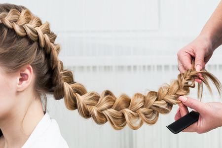 weave braid girl in a hair salon Archivio Fotografico