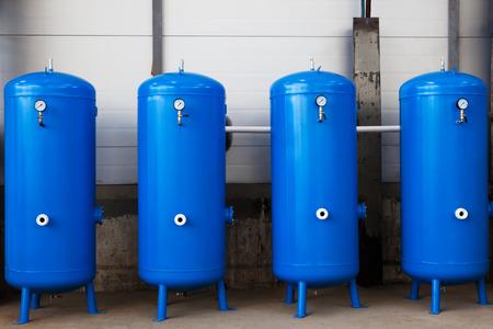 近代的な工場でガスのタンク 写真素材