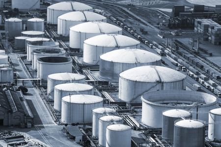 oil storage in the modern port