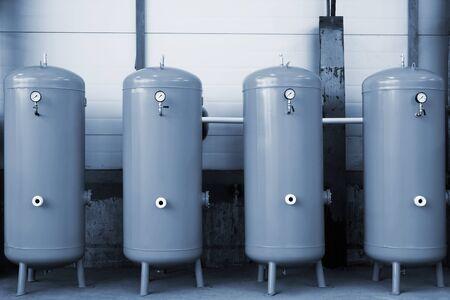 hydrogen bomb: new gas tanks in a modern plant
