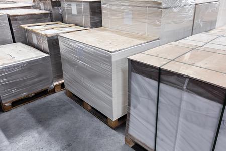 modern warehouse of paper and cardboard 版權商用圖片