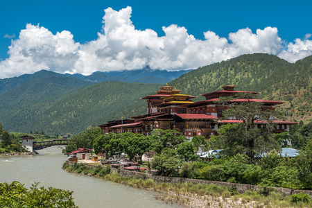 buddhist temple: PUNAKHA DISTRICT BHUTAN  SEP 9 2014: Punakha Dzong monastery is the second oldest and second largest dzong in Punakha Bhutan.