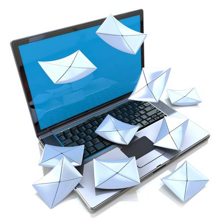 전자 메일 개념. 현대 노트북 및 봉투