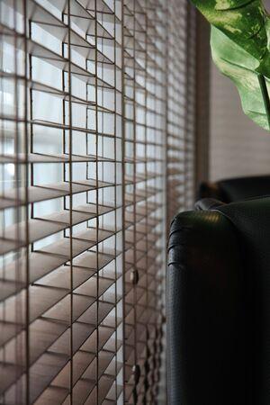 window shade: Oficina Blinds