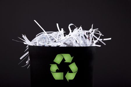 shredded paper: garbage bin with shredded paper and recycle symbol