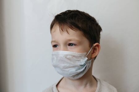 5 years old boy in medicine healthcare mask isolated on white background Banque d'images