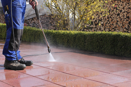 wet men: High-pressure cleaner, terrace