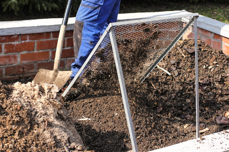 Sieving the composted earth Stockfoto