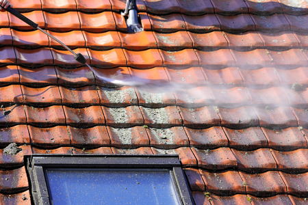 Roof cleaning with high pressure