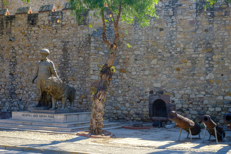 View of the castle and historical monument Jezairli Ghazi Hasan Pasha in Cesme, Turkey 版權商用圖片