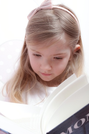 Young girl reading Stock Photo - 13606085