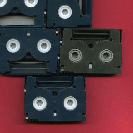 videokassette: Aligned Digital 8mm Videokassetten Lizenzfreie Bilder