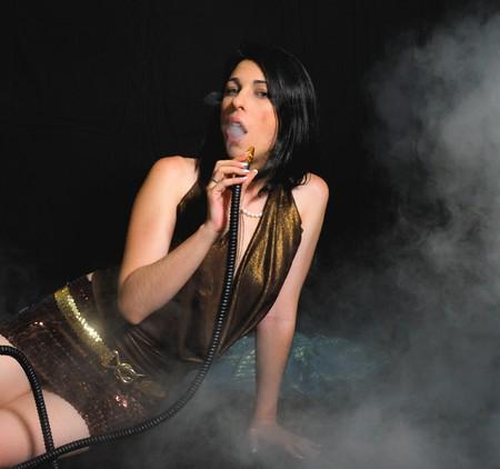 fille fumeuse: Fumer