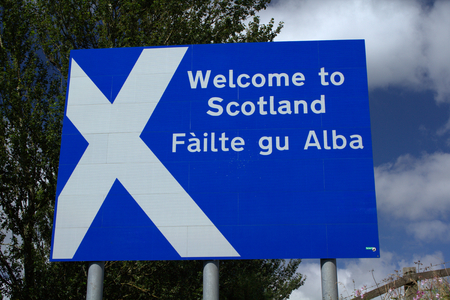 Scottish border sign in English and Gaelic. Close up. Stockfoto