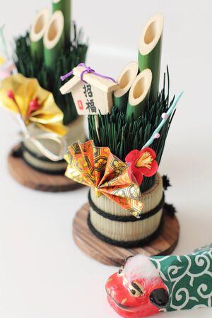 門松飾り松の木の新しい年の間に家の前にセットアップに主に表示の意味します。 写真素材