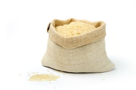 arroz blanco: Una imagen de arroz crudo en un saco de tejido Foto de archivo