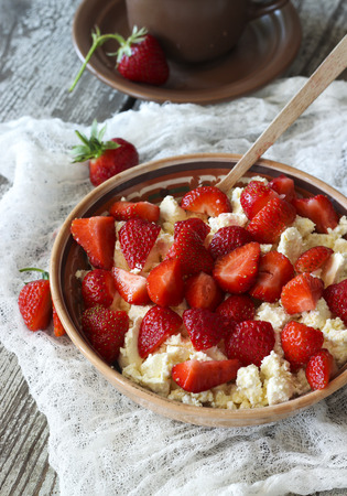 cottage cheese: Cottage cheese with fresh strawberries, healthy breakfast Stock Photo