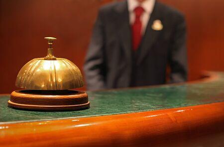 recepcion: El conserje del hotel Foto de archivo