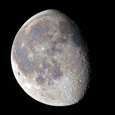 hidef: Moon in real colours