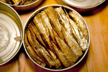p�cheur: smoked sprats canned in a tin