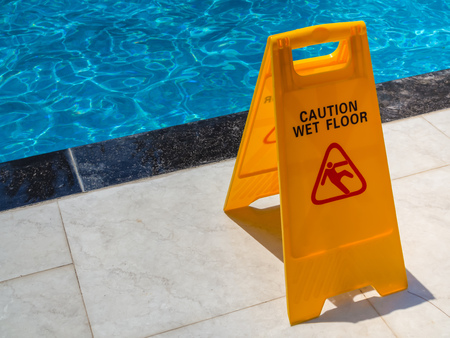 Yellow Caution Wet Floor Warning Plastic Sign Near Swimming Pool fot Safety 版權商用圖片