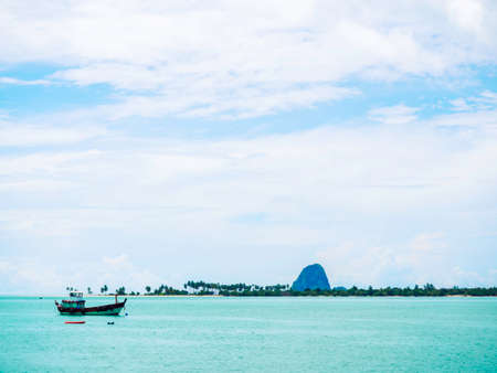 The scenery of the island and the calm sea and the lifestyle of the fishermen in the boat at Koh Yao Noi, Phang nga, Thailand.Seascape view with many beautiful island on blue sky background. 스톡 콘텐츠