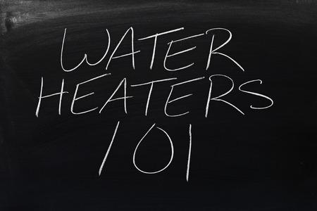 """De woorden """"Waterverwarmingstoestellen 101"""" op een schoolbord in krijt"""