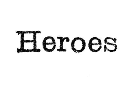 """Het woord """"Heroes"""" van een typemachine op een witte achtergrond"""