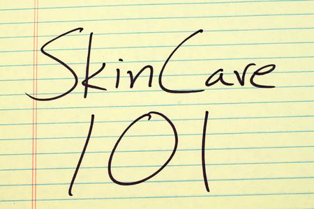 """Le parole """"Skin Care 101"""" su un tappetino giallo Archivio Fotografico - 85880769"""