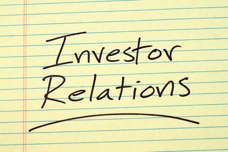 「投資家情報」黄色リーガル パッドの上下線の単語