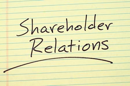 単語「株主」黄色リーガル パッドの上下線