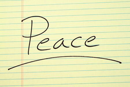 The word Peace underlined on a yellow legal pad Stock fotó