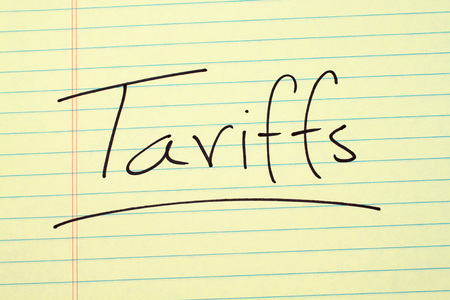 The word Tariff underlined on a yellow legal pad Stock fotó
