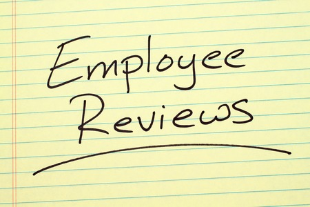 The word Employee Reviews underlined on a yellow legal pad Stock fotó