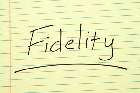 The word Fidelity underlined on a yellow legal pad Stock fotó