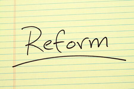 The word Reform underlined on a yellow legal pad Stock fotó