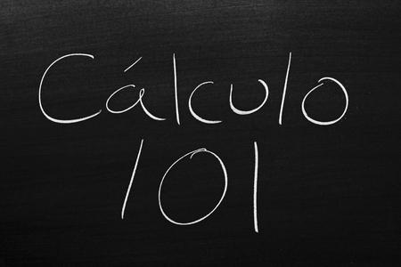 Las palabras Cálculo 101 en una pizarra con tiza
