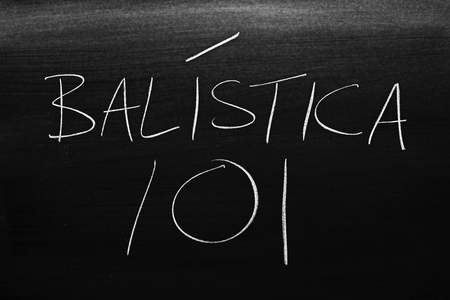The words Balística 101 on a blackboard in chalk.  Translation: Ballistics 101 Stock Photo