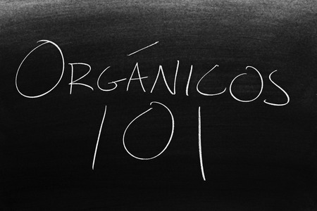 The words Orgánicos 101 on a blackboard in chalk.  Translation: Organics 101