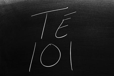 The words Té 101 on a blackboard in chalk.  Translation: Tea 101 Archivio Fotografico
