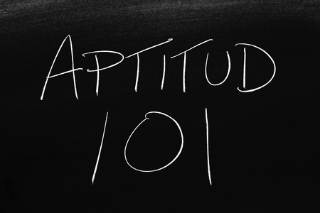 The words Aptitud 101 on a blackboard in chalk.  Translation: Fitness 101 Stock Photo