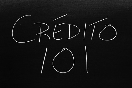The words Crédito 101 on a blackboard in chalk.  Translation: Credit 101