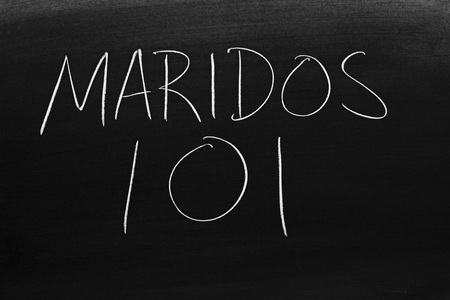 The words Maridos 101 on a blackboard in chalk.  Translation: Husbands 101 Stock Photo