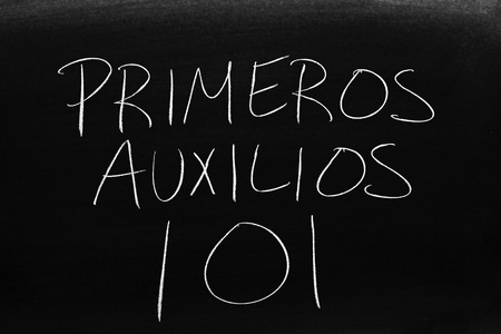 The words Primeros Auxilios 101 on a blackboard in chalk.  Translation: First Aid 101