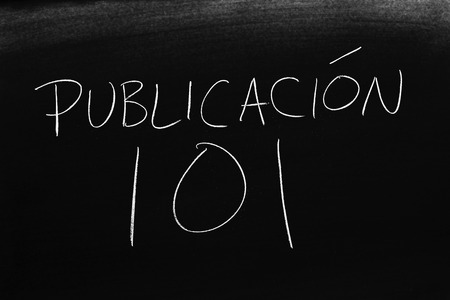 The words Publicación 101 on a blackboard in chalk.  Translation: Publishing 101