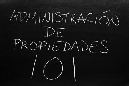 The words Administración De Propiedades 101 on a blackboard in chalk.  Translation: Property Mangement 101 Archivio Fotografico