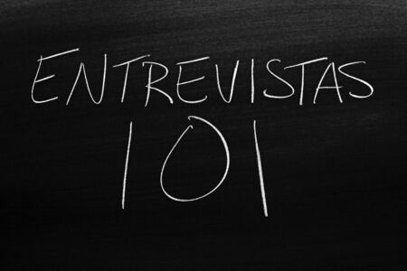 The words Entrevistas 101 on a blackboard in chalk.  Translation: Interviews 101